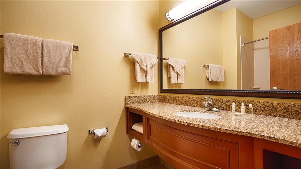 Best Western Plus Butterfield Inn - Cuarto de baño de clientes