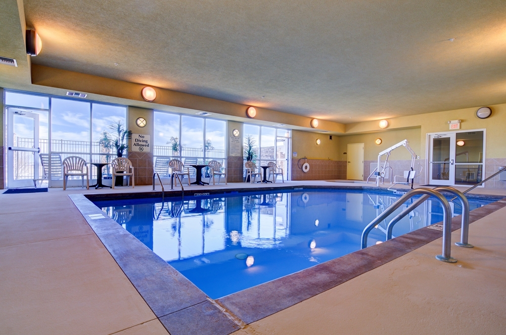 Best Western Plus Butterfield Inn - Vue de la piscine