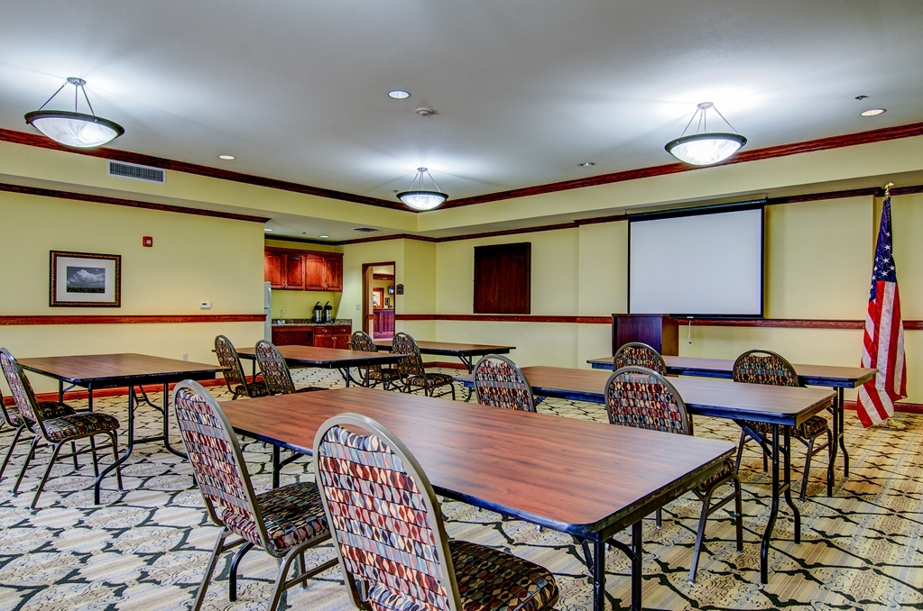 Best Western Plus Butterfield Inn - Sala de reuniones