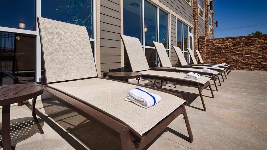 Best Western Plus Butterfield Inn - Soak up some sun on the patio.