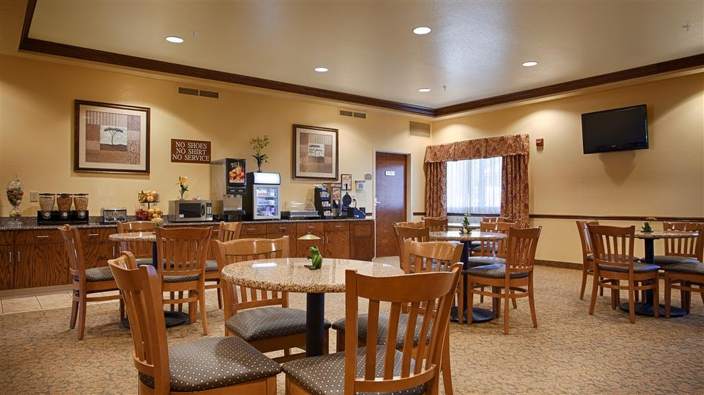 Best Western El-Quartelejo Inn & Suites - Join us each morning for a complimentary full breakfast.