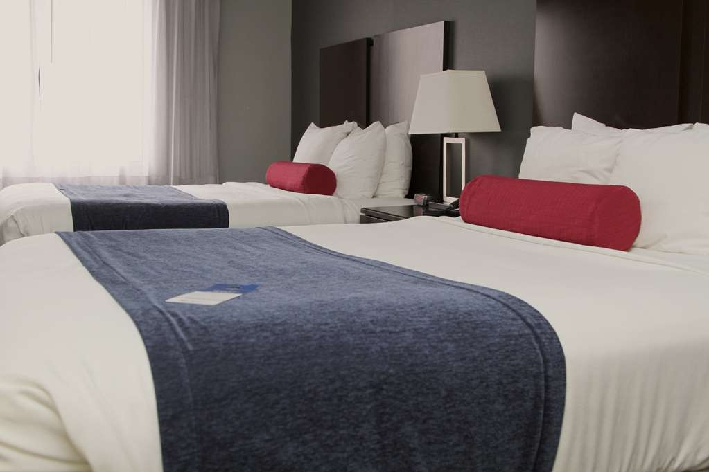 Best Western Plus Olathe Hotel - Stretch out and relax in this spacious Double queen room.