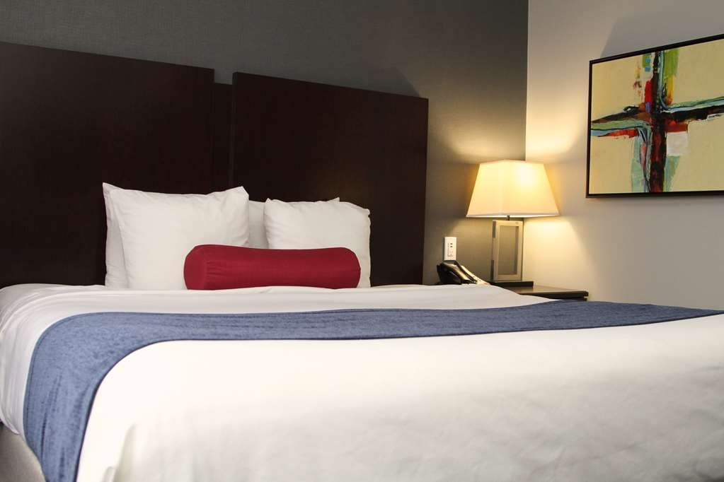 Best Western Plus Olathe Hotel - Enjoy a comfortable night sleep in our Single king bed