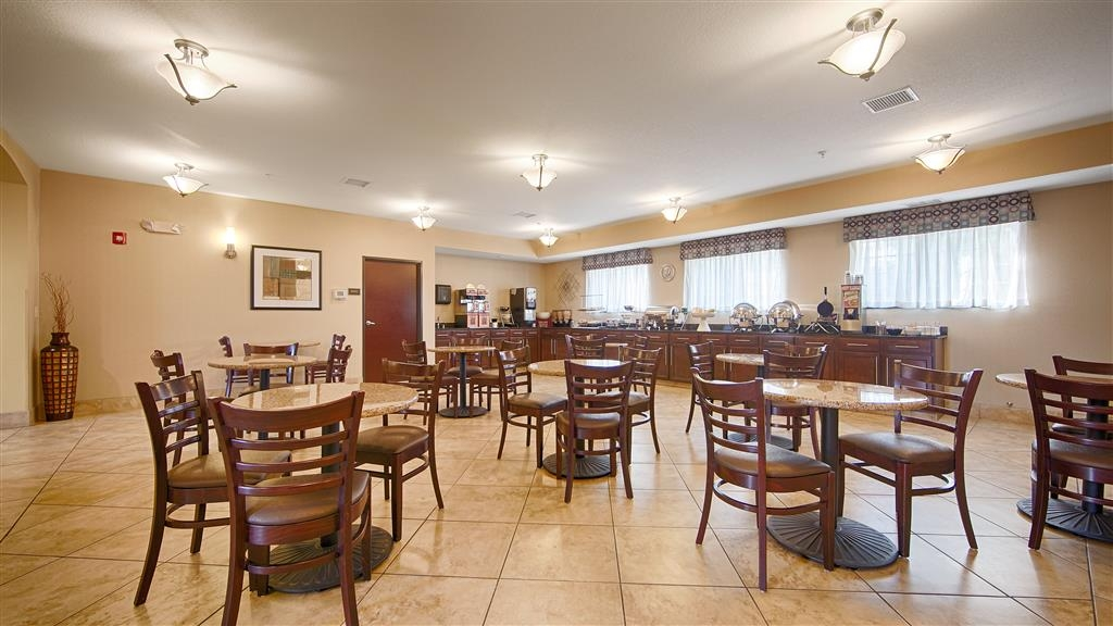 Best Western Plus Eastgate Inn & Suites - Breakfast Area