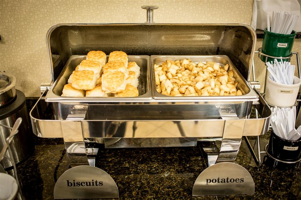 Best Western Plus Eastgate Inn & Suites - Enjoy our daily free hot breakfast buffet.