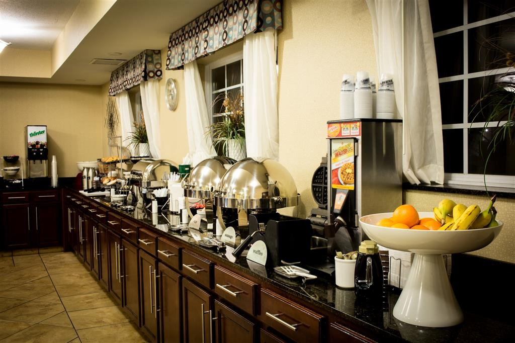 Best Western Plus Eastgate Inn & Suites - Hot Breakfast Buffet with Fresh Fruit & Waffles