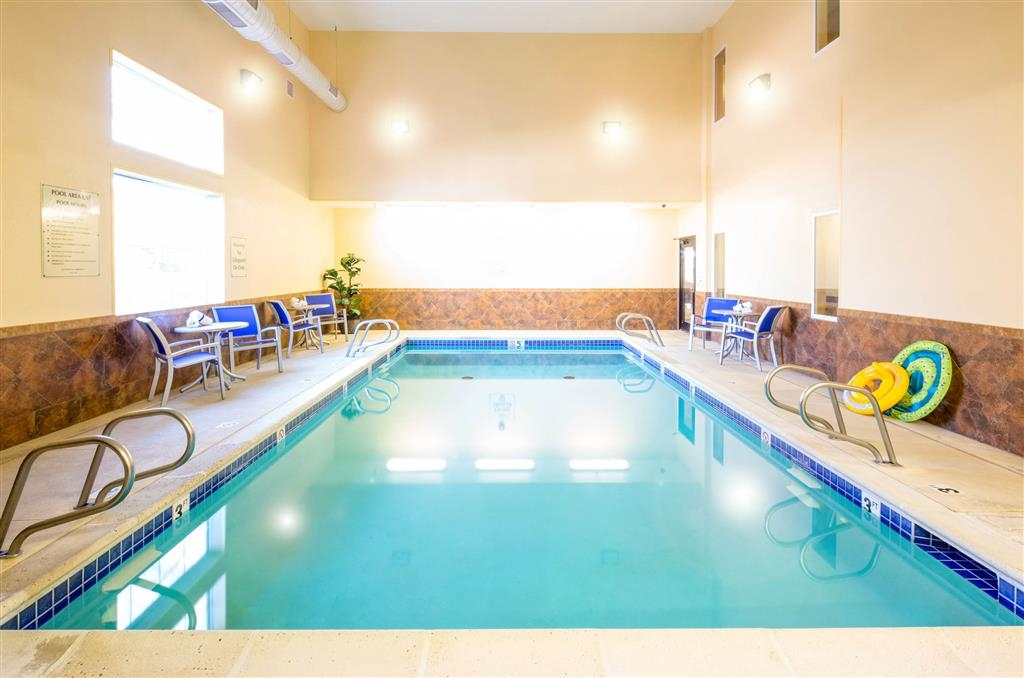 Best Western Plus Eastgate Inn & Suites - The indoor pool is perfect for swimming laps or taking a quick dip.