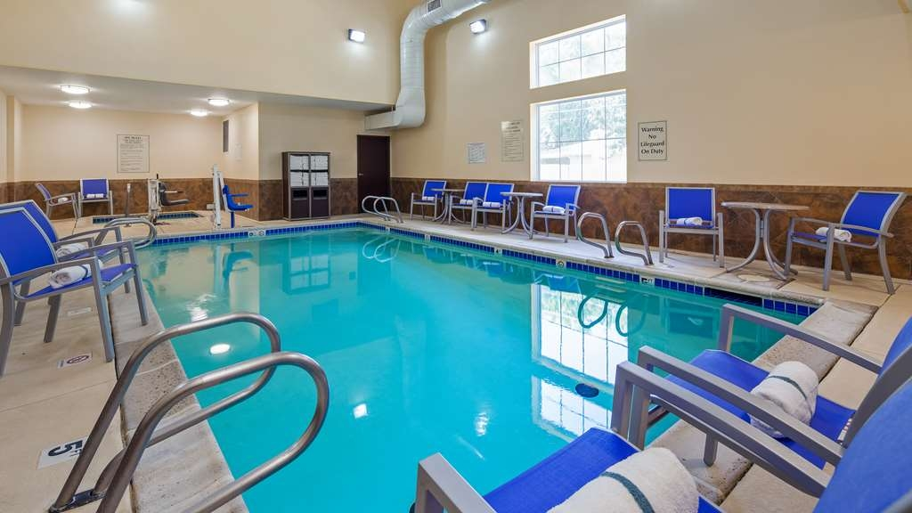 Best Western Plus Eastgate Inn & Suites - The indoor pool is perfect for swimming laps or taking a quick dip - no matter the weather outside.