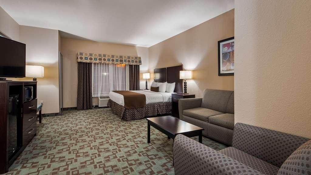 Best Western Plus Eastgate Inn & Suites - Sink into our comfortable beds each night and wake up feeling completely refreshed.