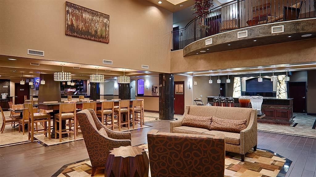 Best Western Premier KC Speedway Inn & Suites - Lobby