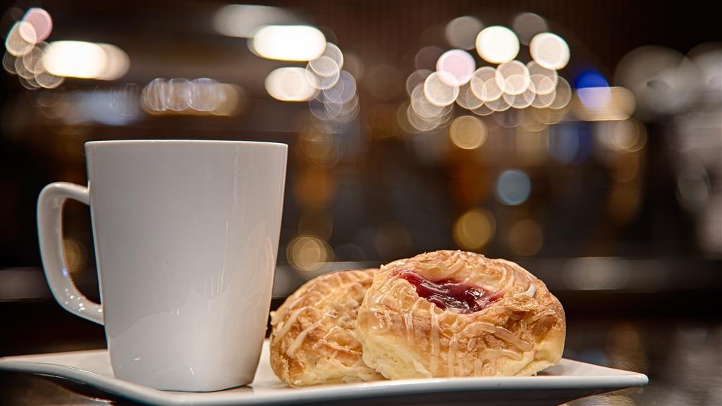 Best Western Premier KC Speedway Inn & Suites - Fresh Brewed Coffee and Danish
