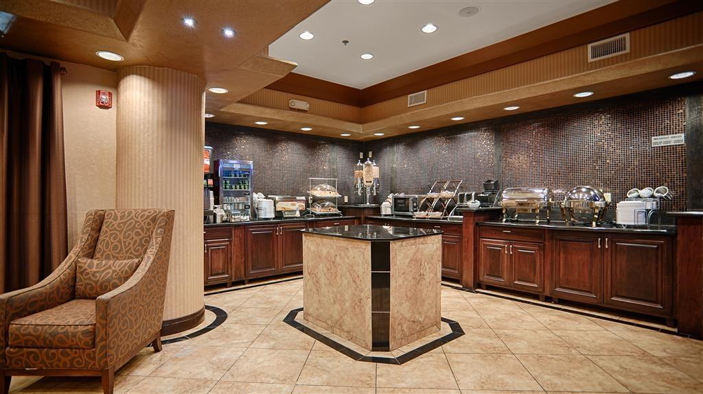 Best Western Premier KC Speedway Inn & Suites - Free Breakfast Buffet