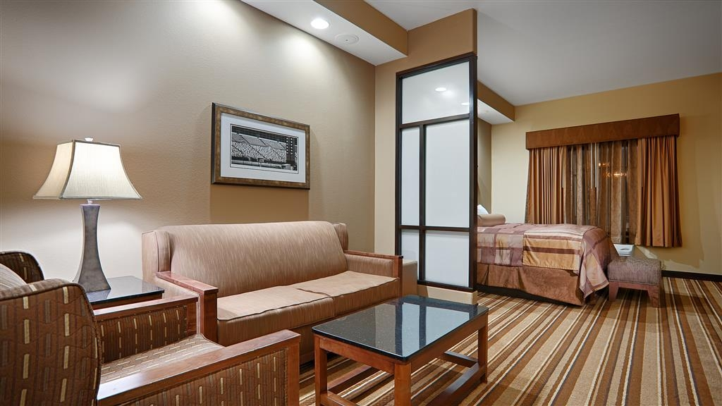 Best Western Premier KC Speedway Inn & Suites - Guest Suite