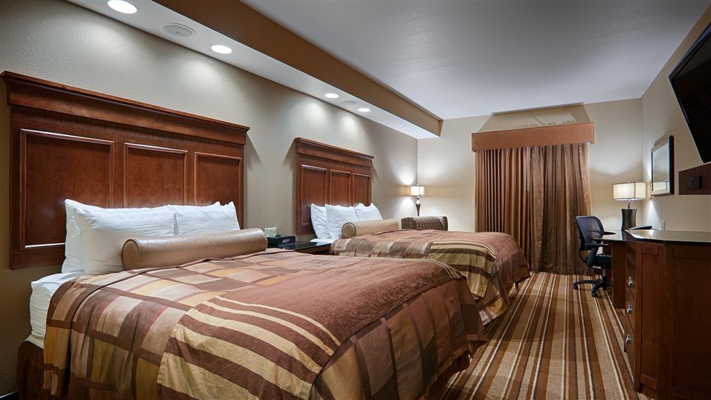 Best Western Premier KC Speedway Inn & Suites - Guest Room
