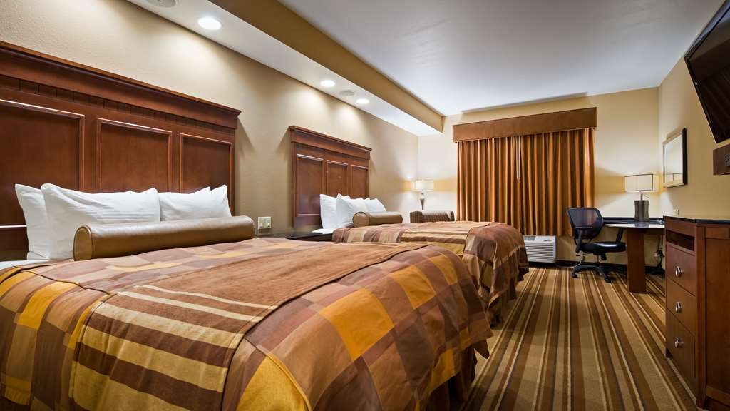 Best Western Premier KC Speedway Inn & Suites - Stretch out in our Two Queen Room.