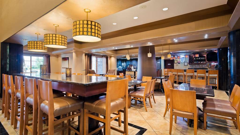 Best Western Premier KC Speedway Inn & Suites - Bar / Lounge