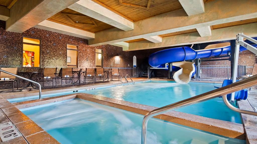 Best Western Premier KC Speedway Inn & Suites - Piscina