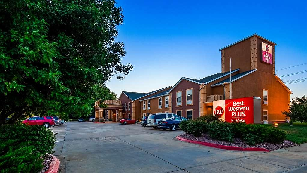Best Western Plus Midwest Inn & Suites - Area esterna