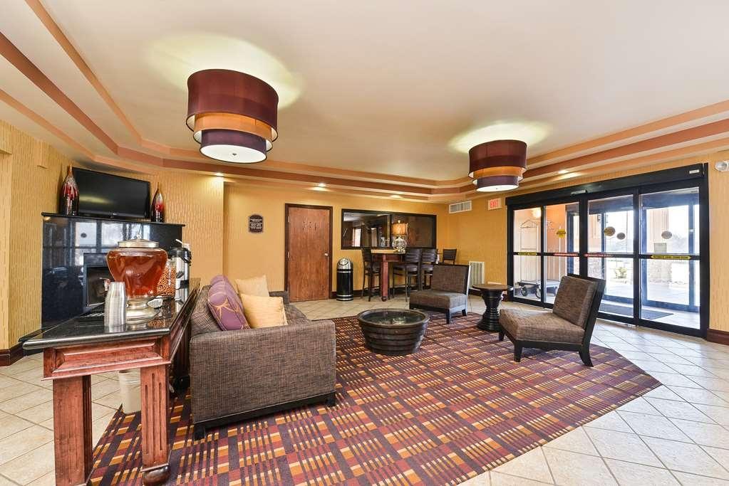 Best Western Plus Midwest Inn & Suites - Vista del vestíbulo