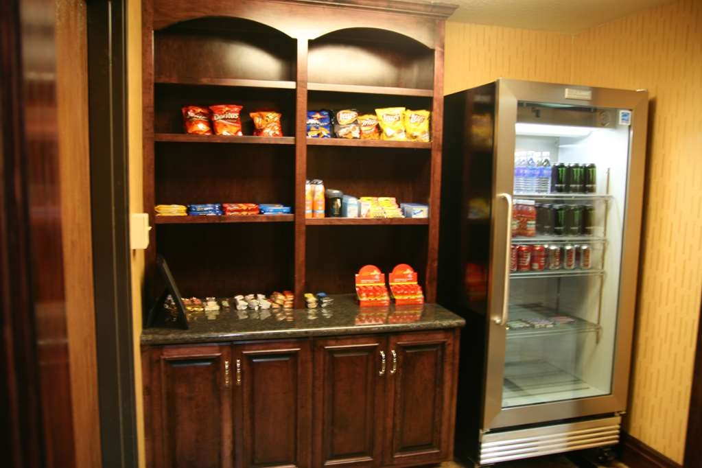 Best Western Plus Midwest Inn & Suites - Sundry for snacks drinks and additional amenities