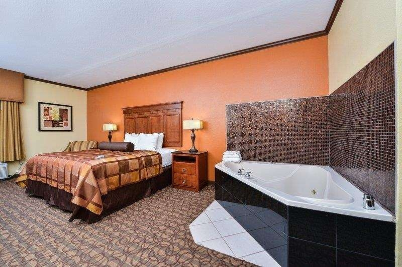 Best Western Plus Midwest Inn & Suites - Suite