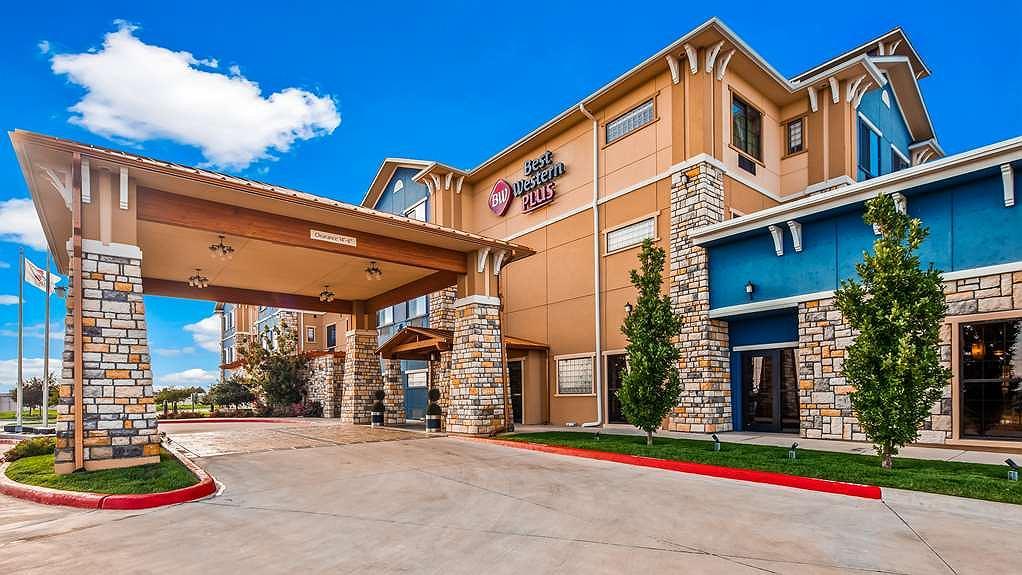 Best Western Plus Emerald Inn & Suites - Aussenansicht