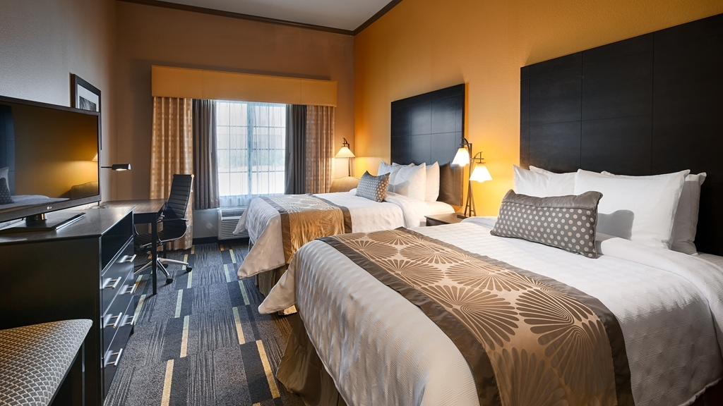 Best Western Plus Emerald Inn & Suites - Our standard double queen offers the comforts of home with a few added amenities that will make your stay extra special.