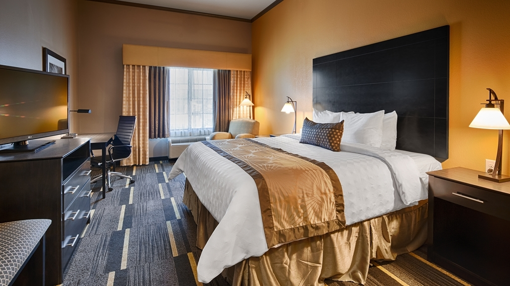 Best Western Plus Emerald Inn & Suites - Sink into our comfortable beds each night and wake up feeling completely refreshed.