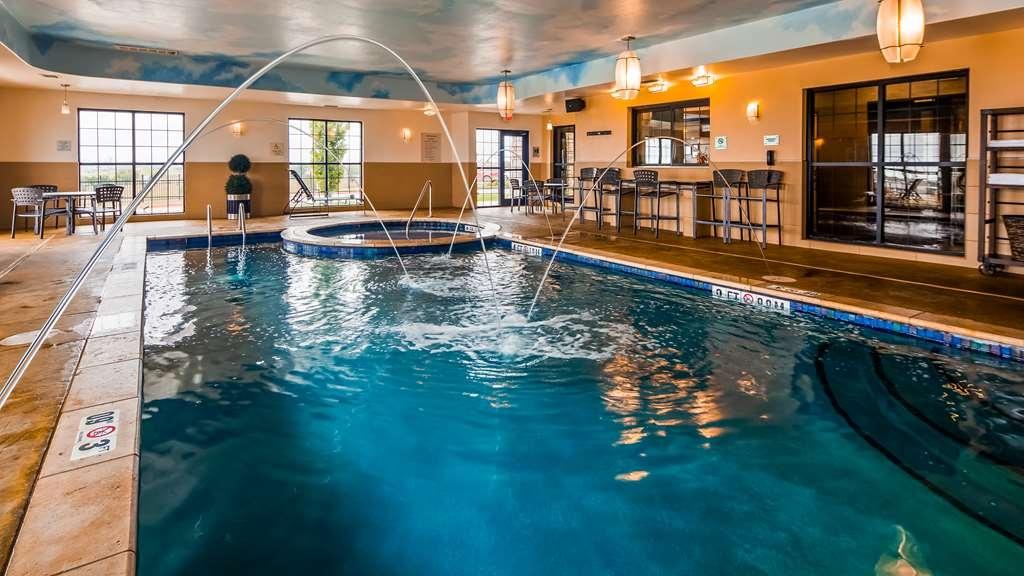 Best Western Plus Emerald Inn & Suites - Vue de la piscine