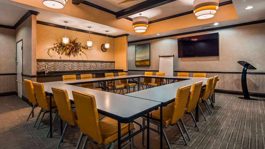 Best Western Plus Emerald Inn & Suites - Salle de réunion