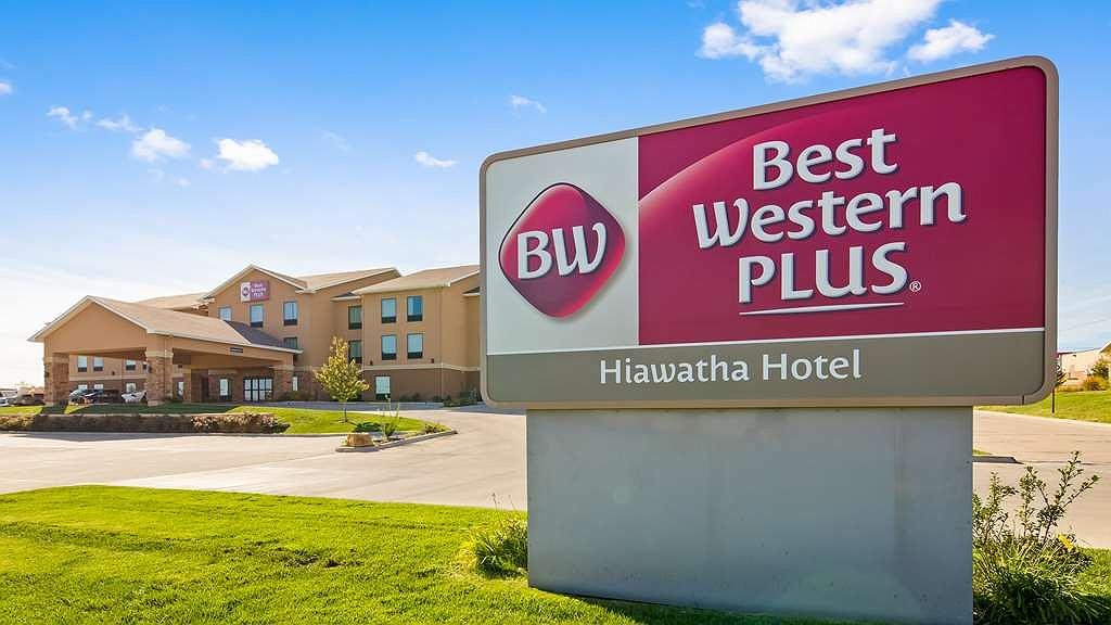 Best Western Plus Hiawatha Hotel - Vista exterior