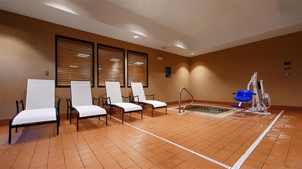 Best Western Plus Hiawatha Hotel - Hot Tub