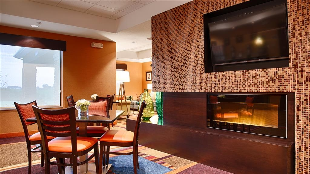 Best Western Plus Hiawatha Hotel - Seating in Breakfast area with television and LED Fireplace