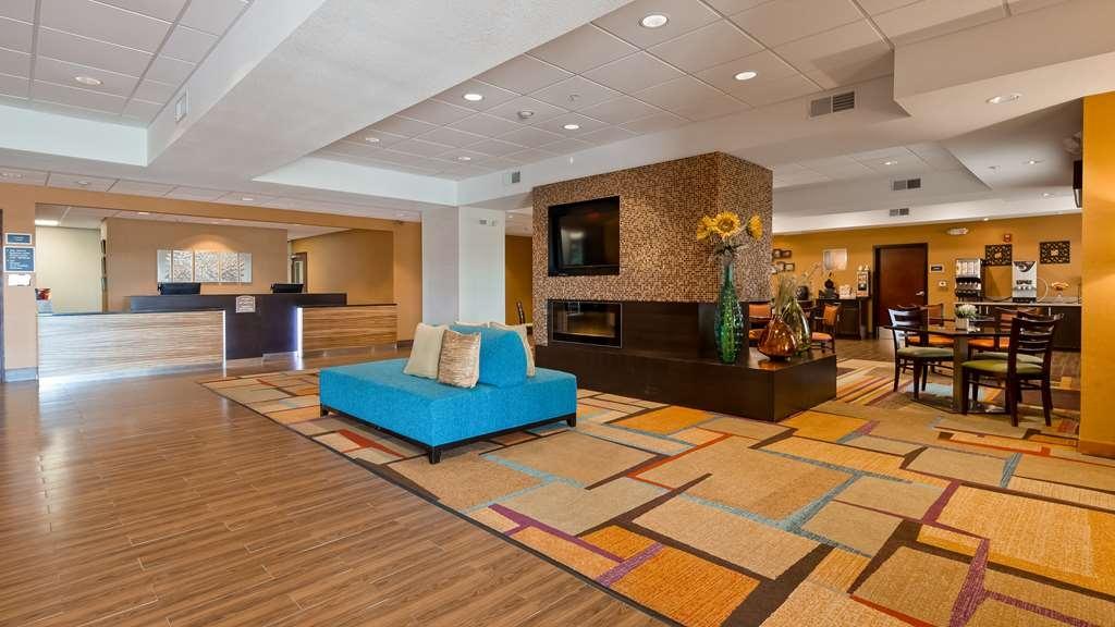 Best Western Plus Hiawatha Hotel - Lobby