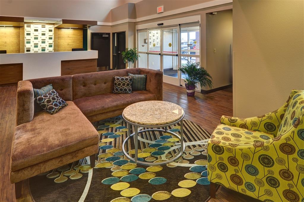 Best Western Plus Patterson Park Inn - Our lobby is the perfect spot to relax after a long day of work and travel.