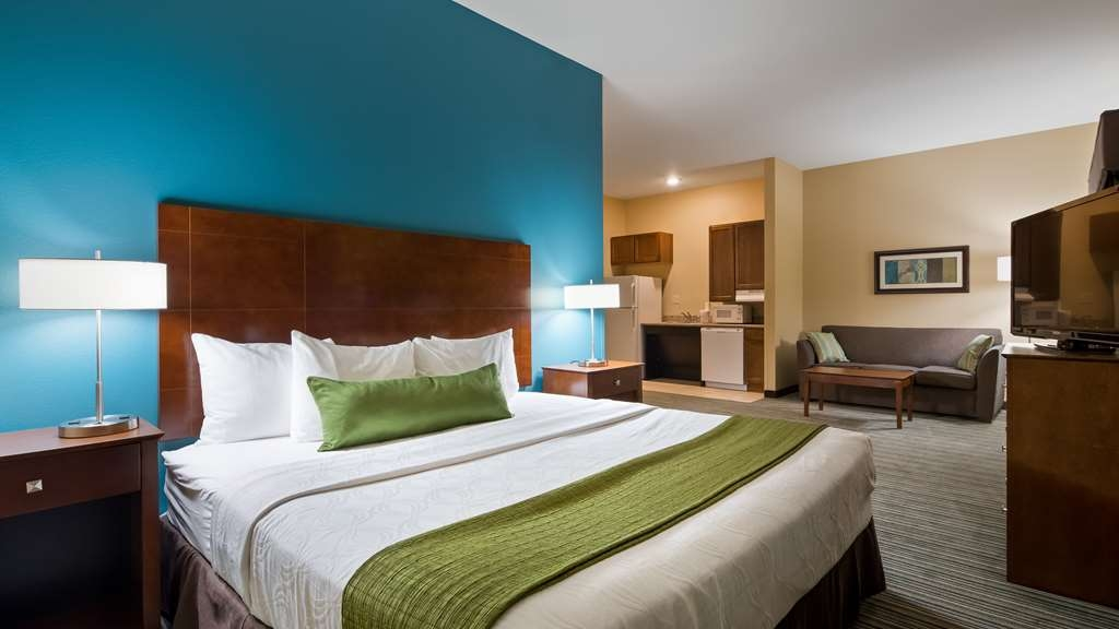 Best Western Plus Patterson Park Inn - Enjoy an amazing night's rest in one of our plush mattresses in our suite.