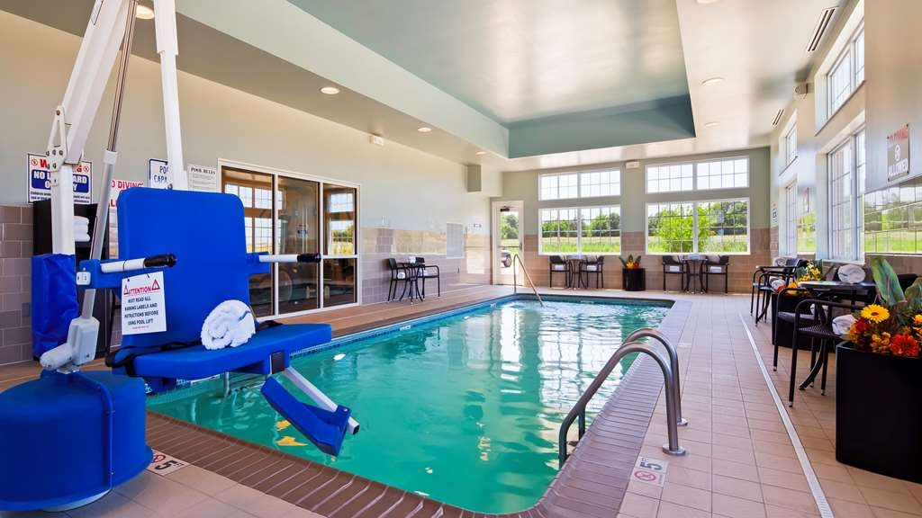 Best Western Plus Patterson Park Inn - Don't let the weather stop you from jumping in! Our indoor pool area is the perfect place to unwind.