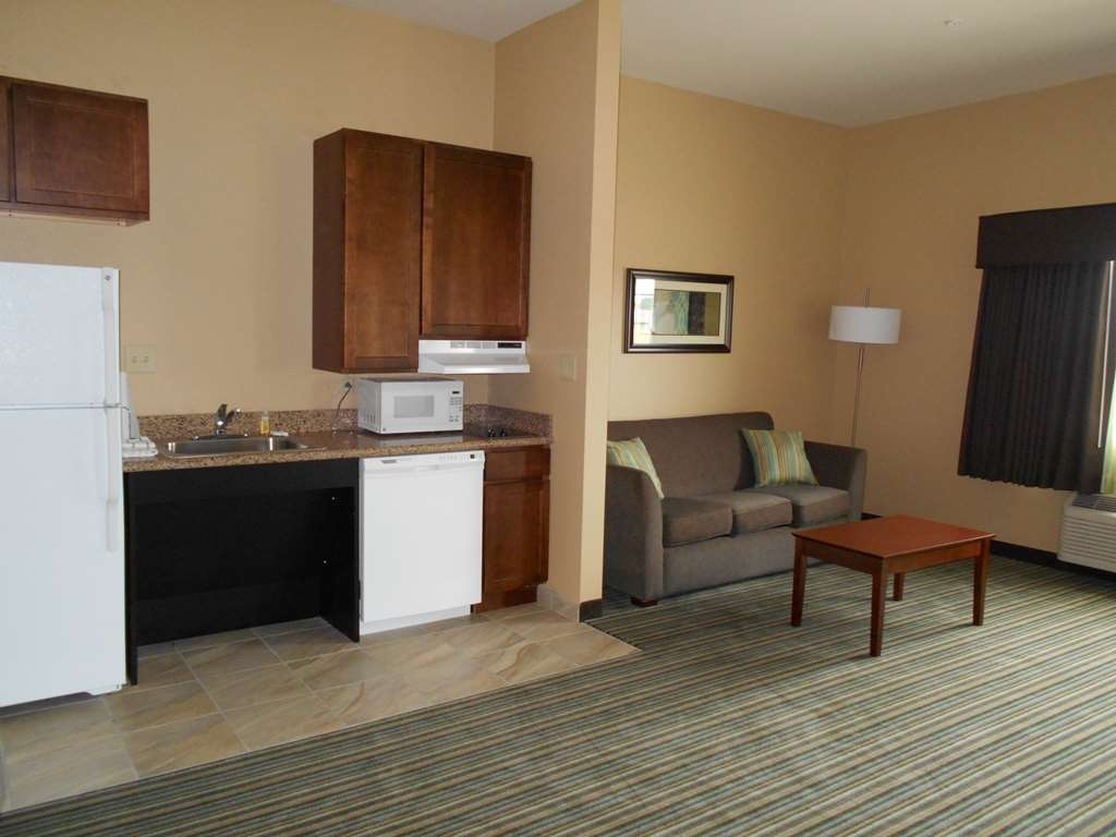 Best Western Plus Patterson Park Inn - If you're looking for a little extra space to stretch out and relax, book one of our suites.