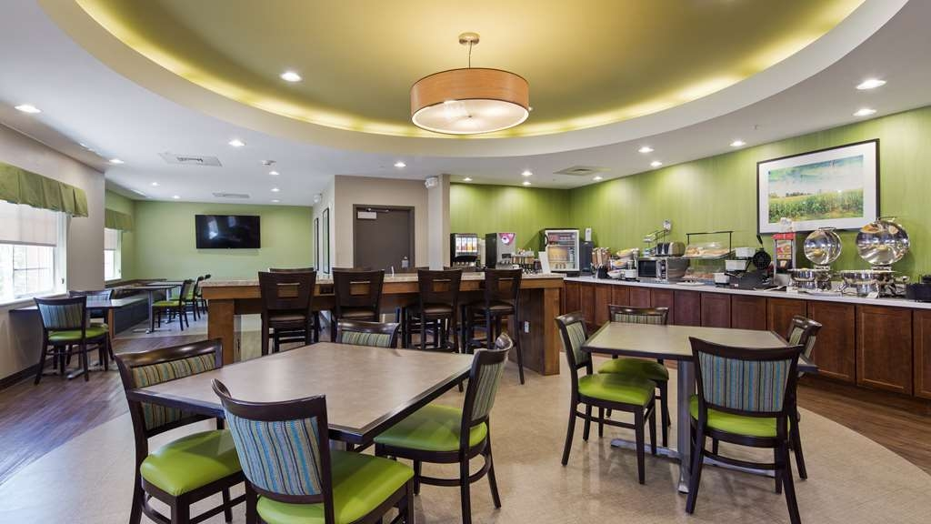 Best Western Plus Patterson Park Inn - Complimentary, hot breakfast Monday-Friday 6a-9a, Saturday & Sunday 7a-10a.