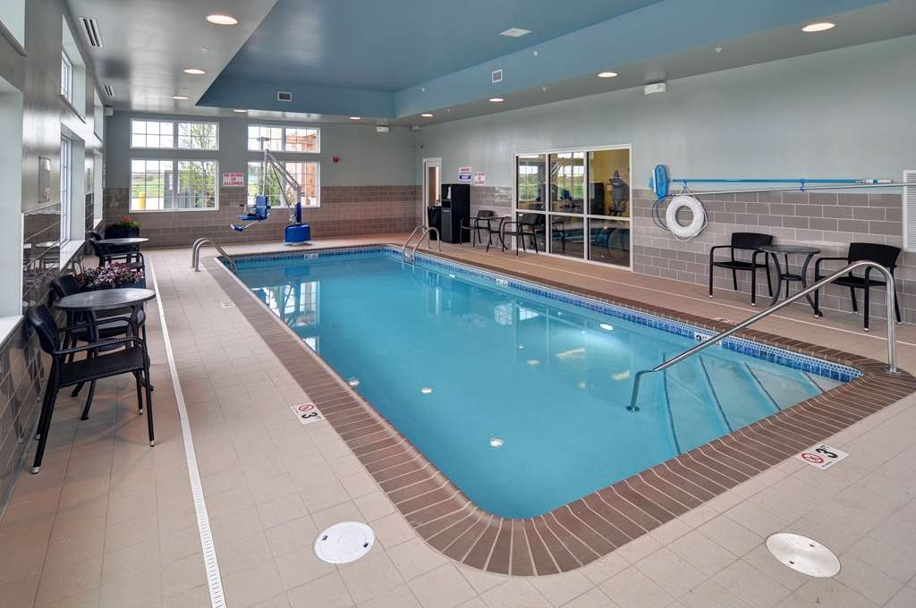 Best Western Plus Patterson Park Inn - Free your mind in our indoor heated pool from 8am-10pm, 7 days a week.