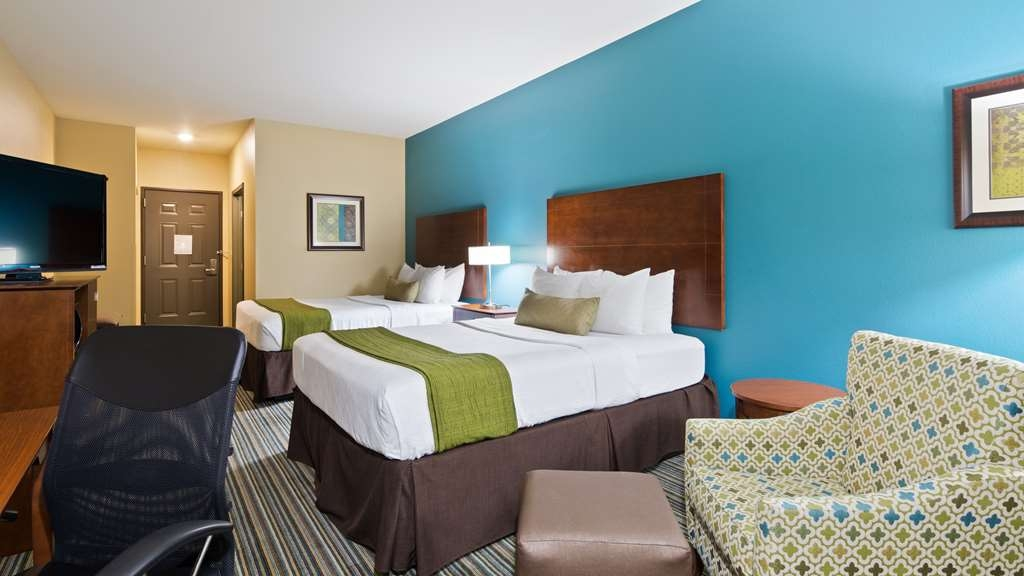 Best Western Plus Patterson Park Inn - Relax in our double queen room with 2 Serta Pillow top mattresses.