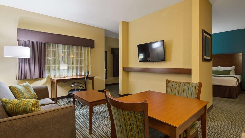 Best Western Plus Patterson Park Inn - This suite guest room is perfect for a layover, extended stay or weekend getaway.