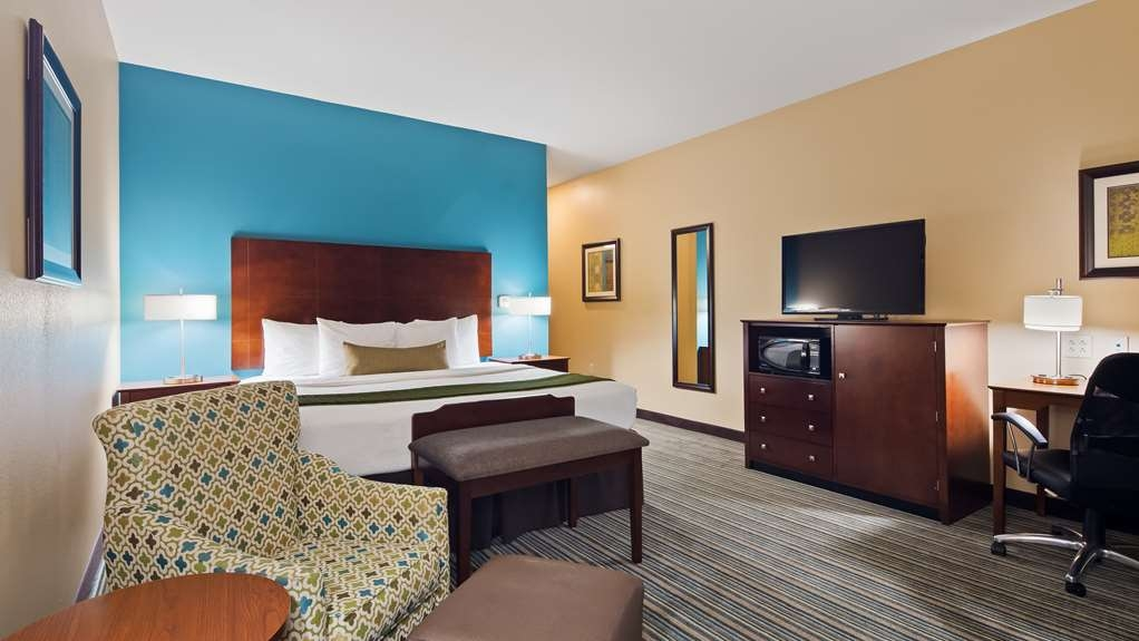 Best Western Plus Patterson Park Inn - Your comfort is our first priority. In our King guest room, you will find that and much more.