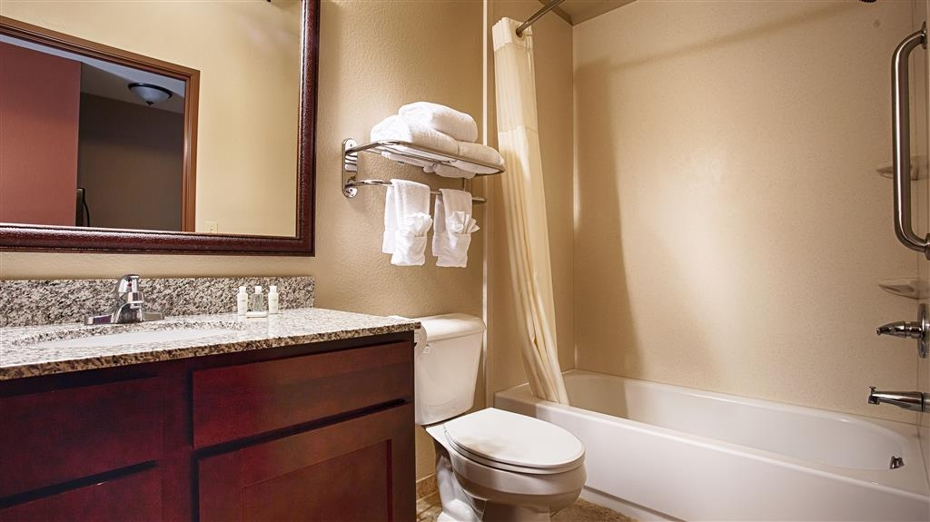 Best Western North Edge Inn - Badezimmer