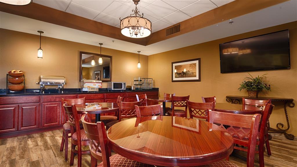 Best Western North Edge Inn - Le petit déjeuner buffet