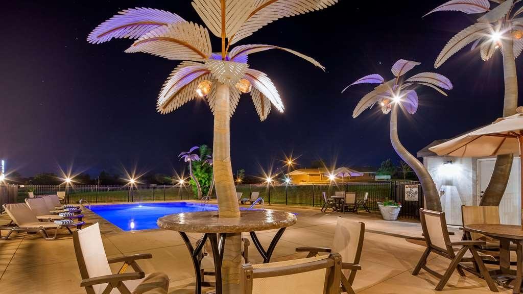 Best Western North Edge Inn - Vue de la piscine