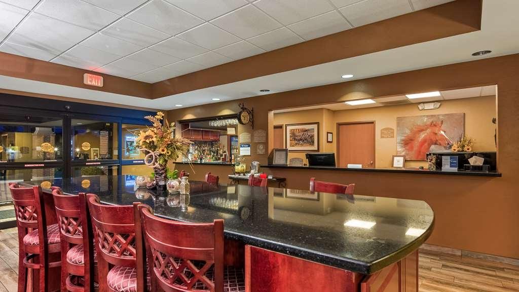 Best Western North Edge Inn - Bar / Lounge