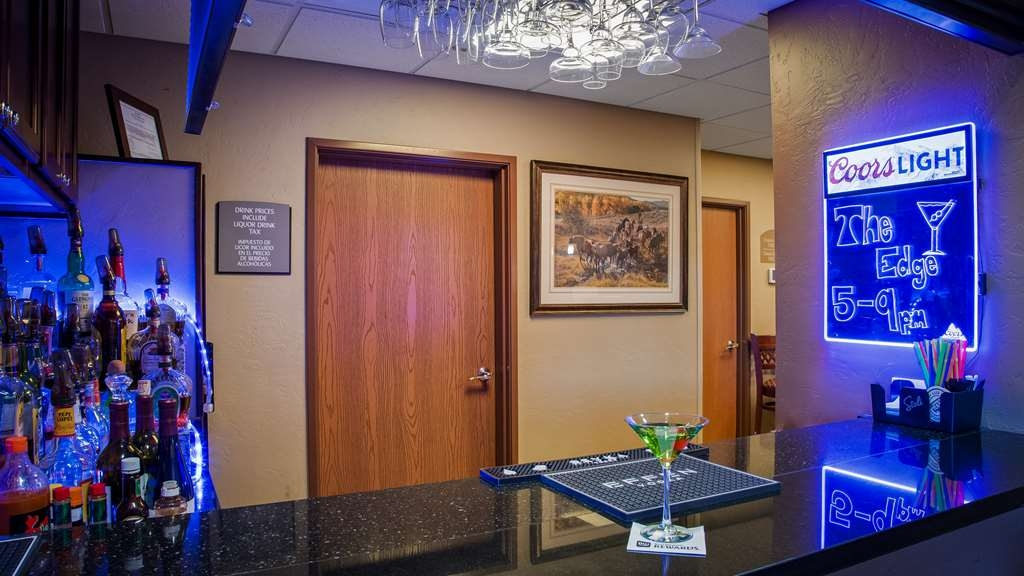 Best Western North Edge Inn - Bar/Lounge