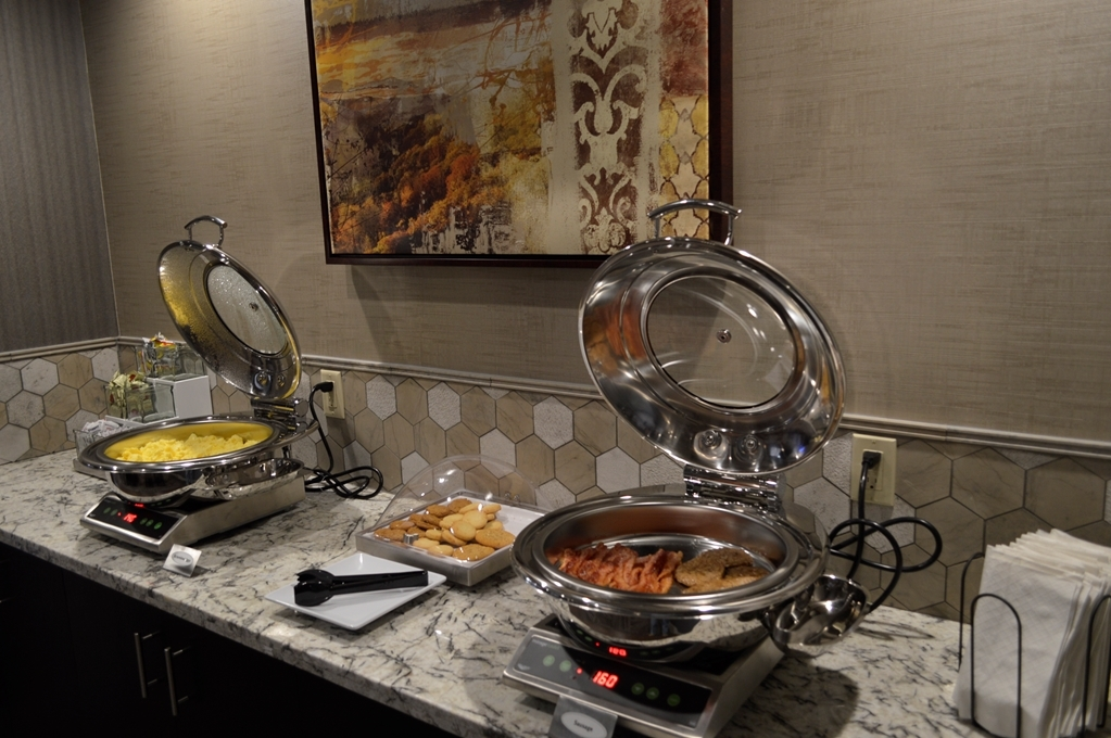 Best Western Plus Stevens County Inn - Desayuno Buffet
