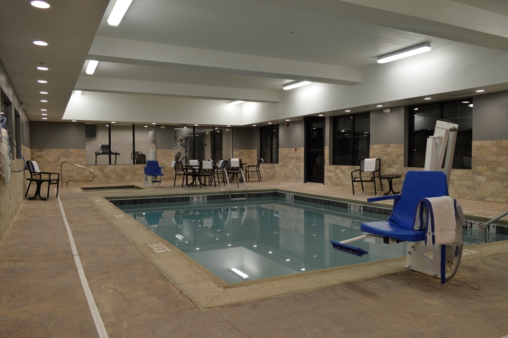 Best Western Plus Stevens County Inn - Vista de la piscina
